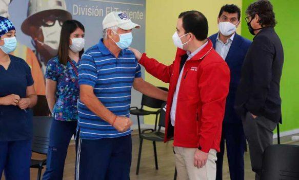 Intendente visita vacunatorio del Estadio El Teniente y trabaja con Codelco para ampliar capacidad a 5 mil vacunaciones diarias