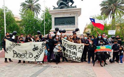 Manifestantes se reúnen en el centro de Rancagua para protestar por el derecho a la vivienda