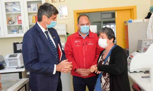 Ministro de Ciencia se reúne con equipo que lidera el ensayo clínico de la vacuna CanSino en Chile