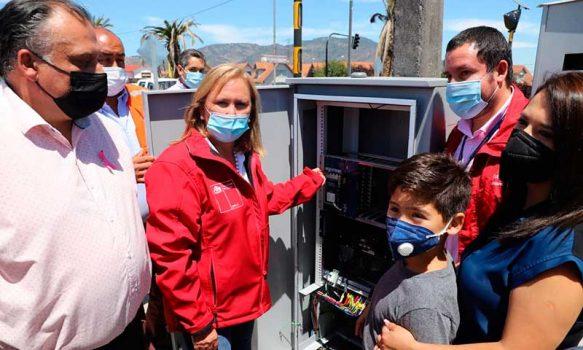 San Fernando: autoridades y vecinos encienden semáforo peatonal que refuerza seguridad en el acceso sur
