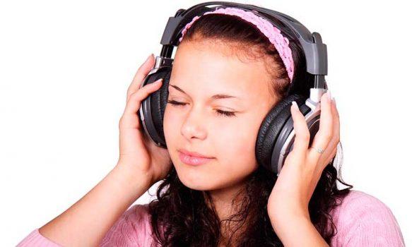 Solo 8 segundos de uso de audífonos a máximo volumen pueden dañar severamente la audición