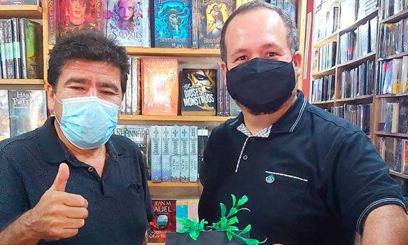 Editorial internacional reedita libro de poeta machalino en Latinoamérica y Estados Unidos