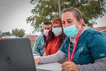 Escuela del Hospital Regional inició año escolar con clase presencial a estudiante de hospitalización domiciliaria