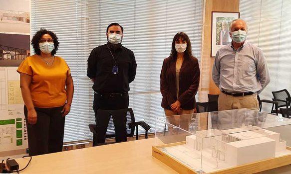 MOP O'Higgins presenta proyecto de futuro edificio en Pichilemu a Seremi del Trabajo