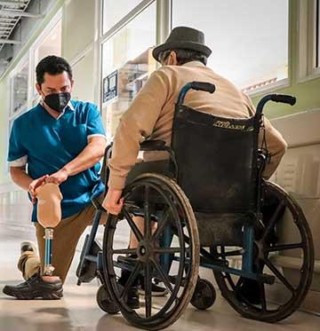 Pacientes amputados comenzaron a recibir sus nuevas prótesis