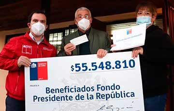 Intendente entrega recursos a juntas de vecinos de Coltauco del Fondo Social Presidente de la República