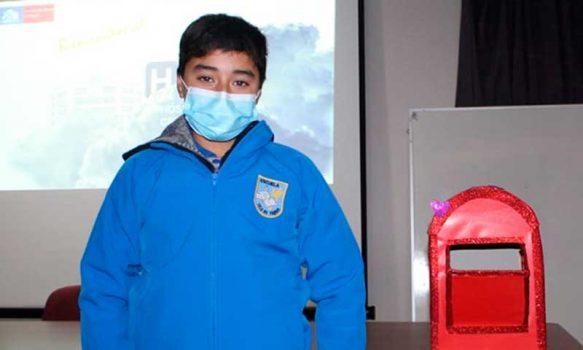 Alumnos de Isla de Yáquil agradecen a funcionarios de Hospital de Santa Cruz