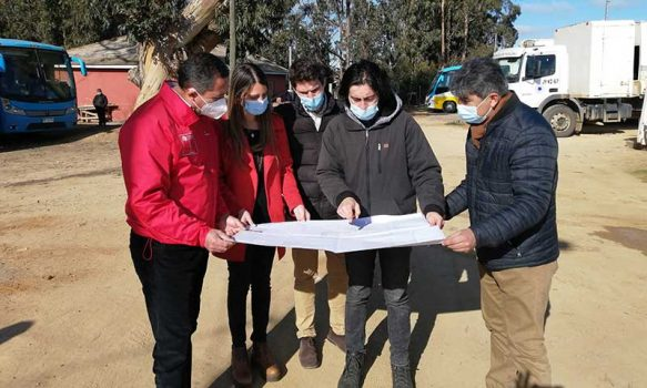 "Autoridades visitan terreno donde se construirá ""centro elige vivir sano"" en Pichilemu"
