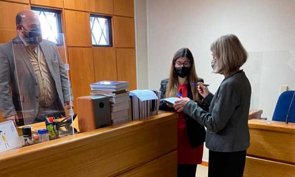 Juez de letras toma juramento a nueva conservadora y notaria de Pichilemu