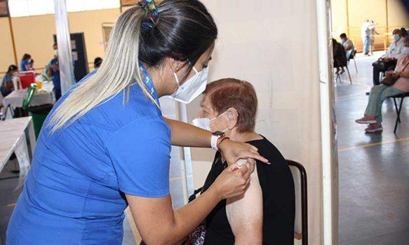 Más de 28.000 primeras dosis contra el coronavirus ha vacunado Salud Machalí