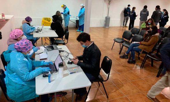 Pichilemu: Cientos de personas participaron en operativo de vacunación y toma de Test de Antígeno