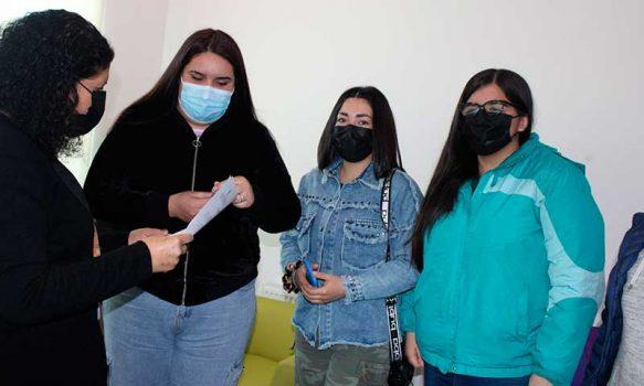 Alcaldesa de Palmilla entregó multicancha a grupo juvenil