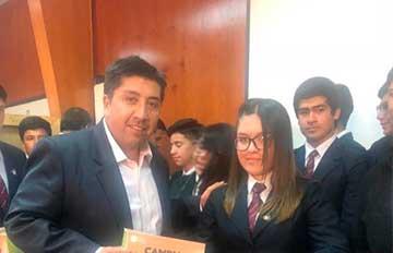Entregan material educativo con contenido en el ámbito energético para alumnos del Colegio de Gultro en Olivar