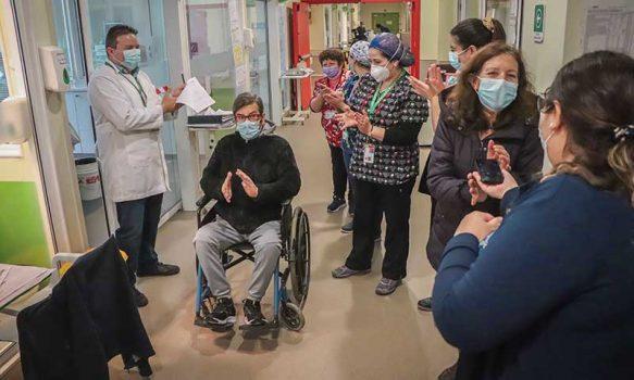 Paciente regresó a UCI para agradecer al personal que le salvó la vida
