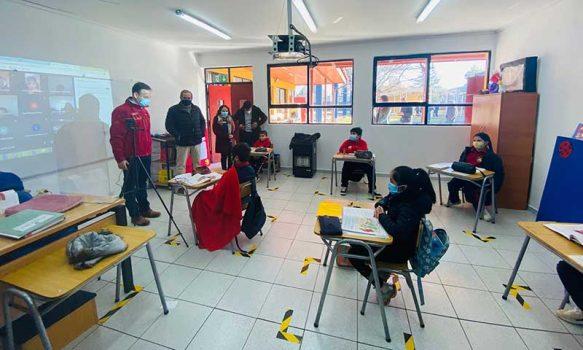 Seremi de Educación destaca a Pumanque por ser comuna pionera en la región en regreso presencial a clases