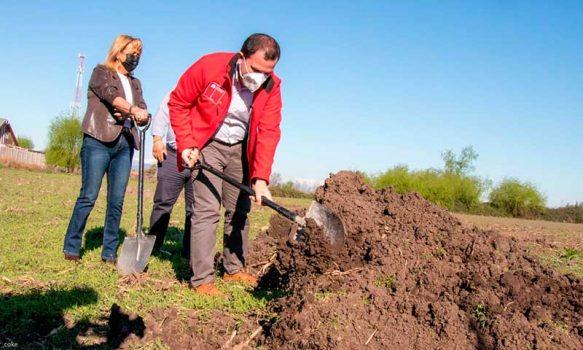 """Autoridades colocan """"primera piedra"""" en proyecto valle los parrones de Santa Cruz"""