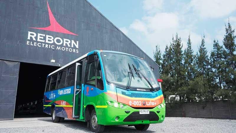 """Autoridades visitan innovadora startup """"Reborn Electric Motors"""" que impulsa la electromovilidad desde la región de O'Higgins"""