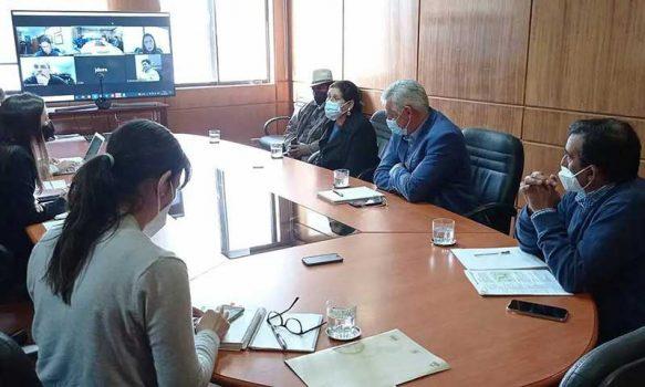 Para tratar escasez hídrica alcaldesa de Palmilla se reúne con ministra de Agricultura