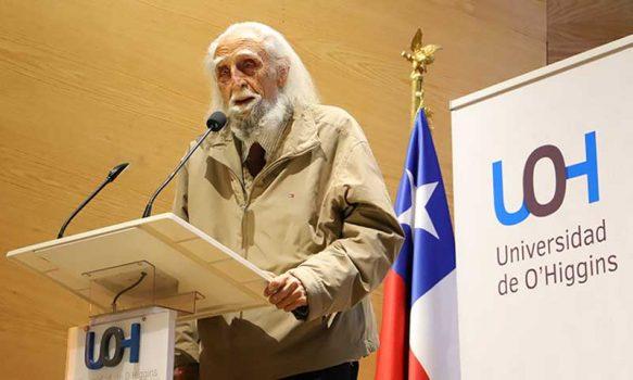 """A los 94 años Gastón Soublette recibió el premio a la trayectoria """"Espiga de Oro"""" 2021 de la Universidad de O'Higgins"""