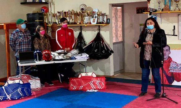 Seleccionado chileno de Taekwondo Jorge Ramos recibe fondos para implementación deportiva